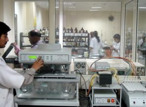Dissolution tester with autosampler