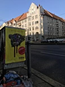 Oft versteckt fand man in der Stadt ab und zu Werbung für das Festival © Michael Kaltenecker