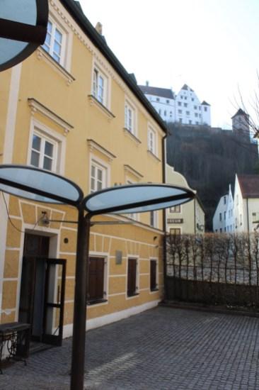 Vom Kinoptikum hat man einen schönen Blick auf die Burg Trausnitz