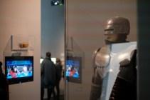 RoboCop bewacht die Ausstellung © Michael Kaltenecker