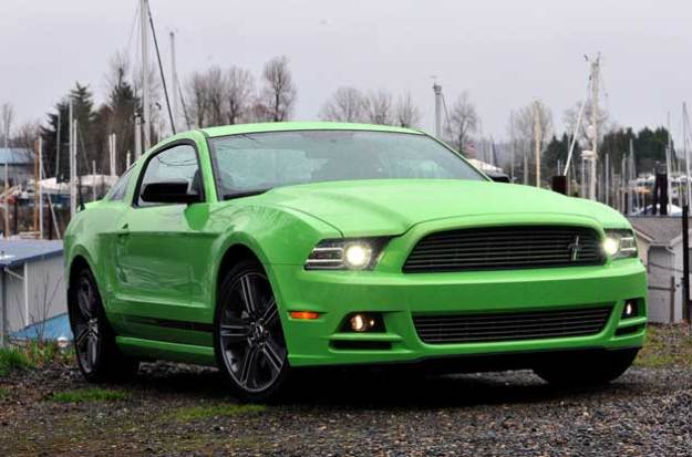 2013-Ford-Mustang-gt-front
