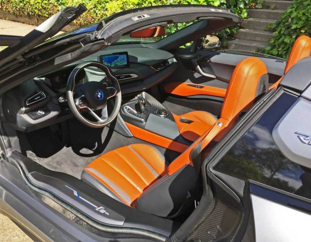 BMW-i8-Roadster-Int