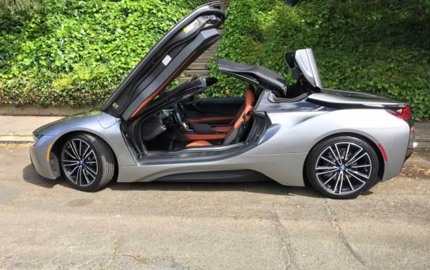 BMW-i8-Roadster-Top-Op