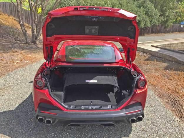 Ferrari-Portofino-Trnk