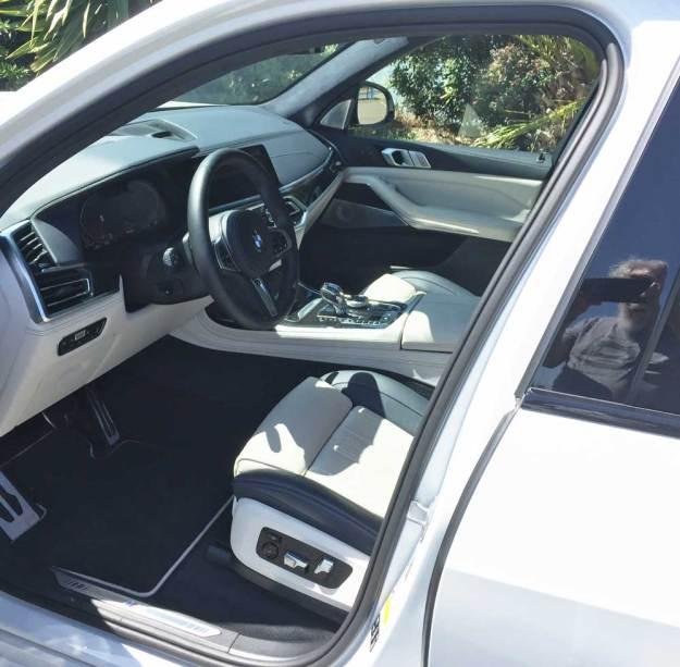 BMW-X7-50i-Int