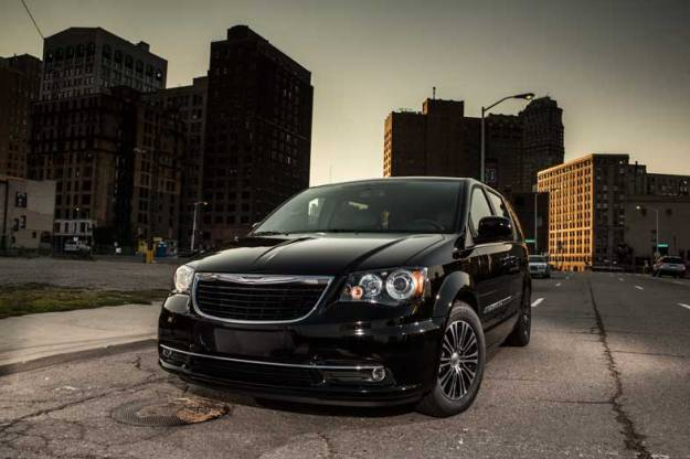 2014-Chrysler-Town-and-Country