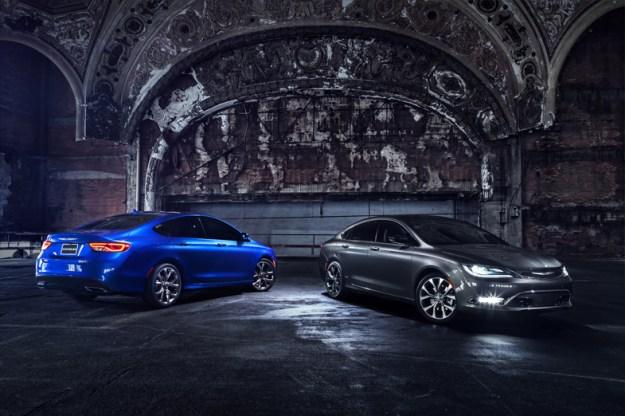 2015-Chrysler-200-Black-and-Blue-Parked-1