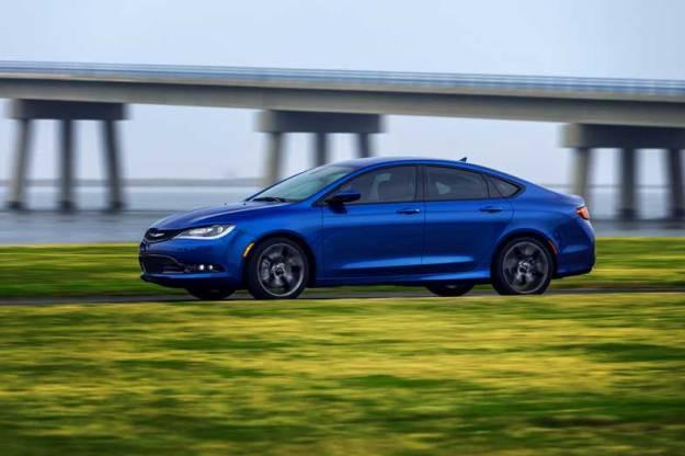 2015-Chrysler-200-Blue-Driving