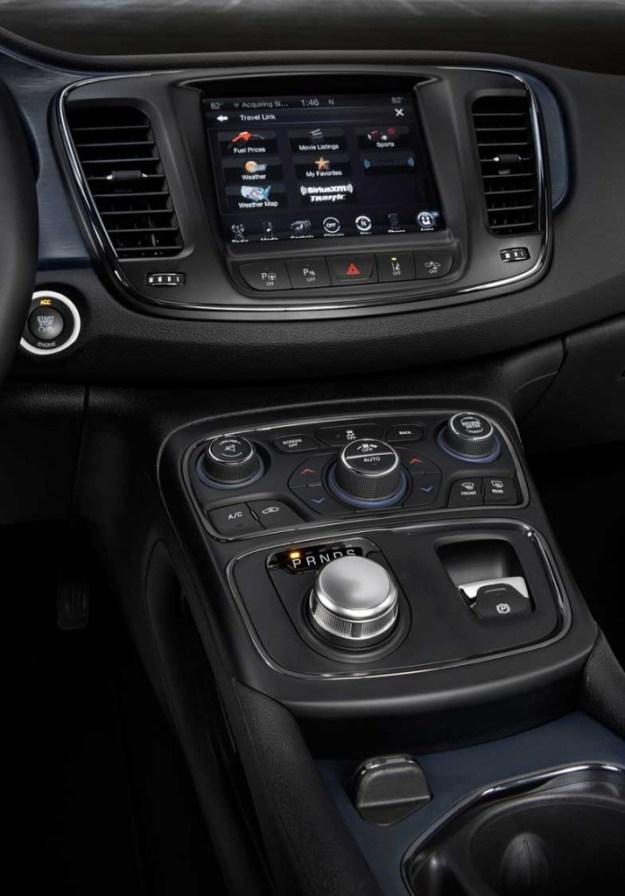 2015-Chrysler-200-NAV