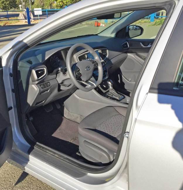 Hyundai-Ioniq-Hybrid-Blue-Int