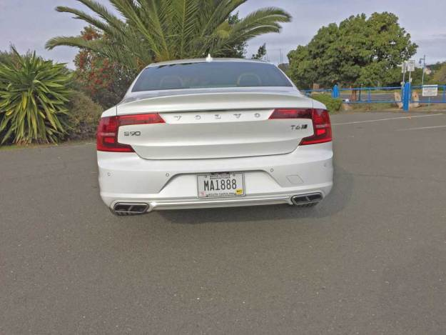Volvo-S90-T6-Ins-Tail