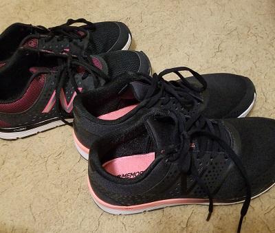 中学生通学用靴ニューバランス黒