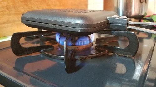 肉まんをホットサンドメーカーで焼いてゆるキャンのマネをしてみた!火加減
