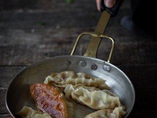 Fried dumplings with pork and leek