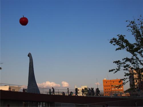 ゴールデンウィークはヨコハマフリューリングスフェストでビールを飲んだらヨコハマカワイイパークででんぱ組のフリーライブを見れて夜景も綺麗で横浜楽しい
