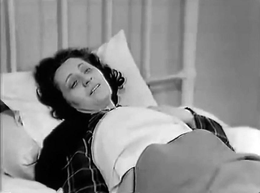 Στον ρόλο της μητέρας η Λούλα Ιωαννίδου.
