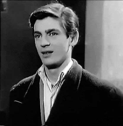 Στον ρόλο του Γιωργάκη ο Κίμων Φλετός που είχε το παρατσούκλι Σπουργίτης.