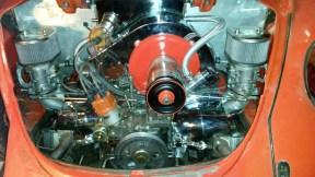 Motor mit schwarzer Keilriemenscheibe
