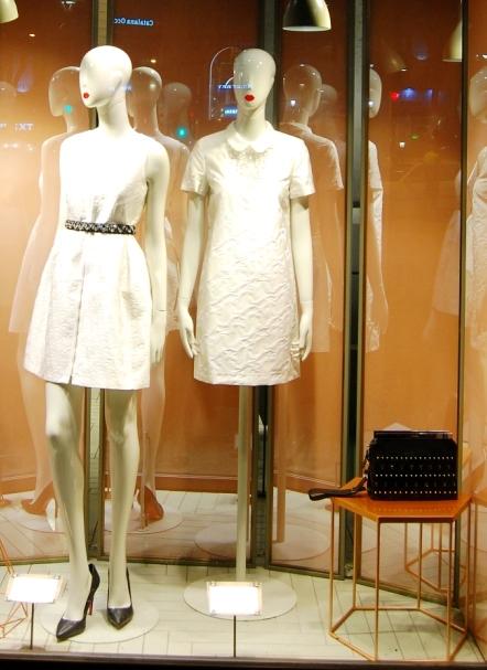 Max&Co ESCAPARATE PASEO DE GRACIA TEVIAC ESCAPARATISMO EN BARCELONA #maxandco #windowdesign #barcelona #women #outfit (11)