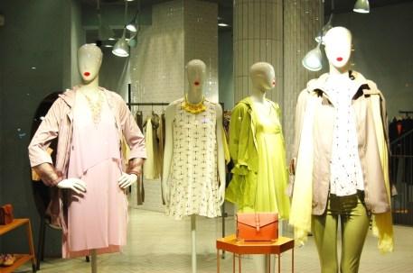 Max&Co ESCAPARATE PASEO DE GRACIA TEVIAC ESCAPARATISMO EN BARCELONA #maxandco #windowdesign #barcelona #women #outfit (4)