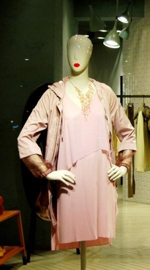 Max&Co ESCAPARATE PASEO DE GRACIA TEVIAC ESCAPARATISMO EN BARCELONA #maxandco #windowdesign #barcelona #women #outfit (5)