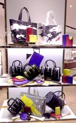 FURLA ESCAPARATE PASEO DE GRACIA BARCELONA TEVIAC ESCAPARATISMO EN BARCELONA #furla #windowdesign #handbag #luxe (1)