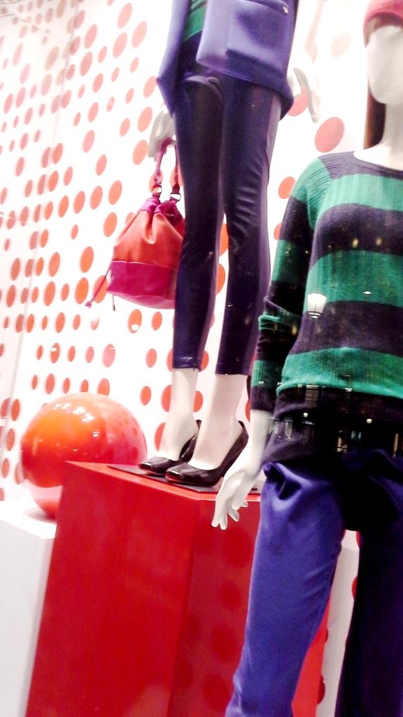 benetton-escaparate-paseo-de-gracia-www-teviacescaparatismo-com-www-benetton-com-escaparatelover-window-vetrina-11
