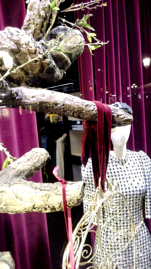 escaparatismo-teviac-barcelona-dolce-gabbana-aparador-vetrina-fashion-window-escaparateonline-www-teviacbarcelona-com-7