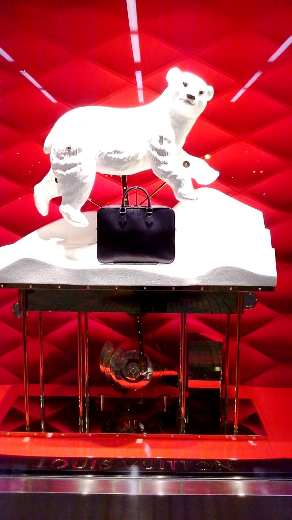 louis-vuitton-escaparate-el-corte-ingles-diagonal-barcelona-shop-luxe-escaparatelover-aparadorlover-windowlover-6