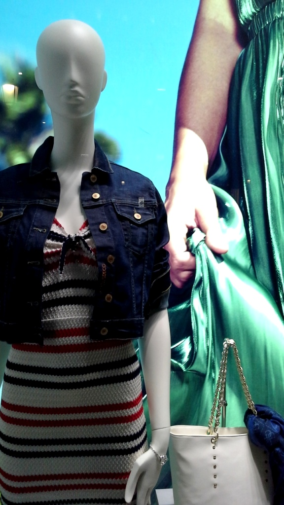 GUESS ESCAPARATE BARCELONA ABRIL #guess #escaparatelover #escaparatismobarcelona #escaparatebarcelona #trend #fashion #moda (7)