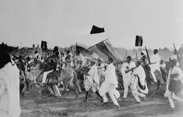 A rare front-line photo of Ethiopians fighting Italian soldiers during the Italian invasion in 1935