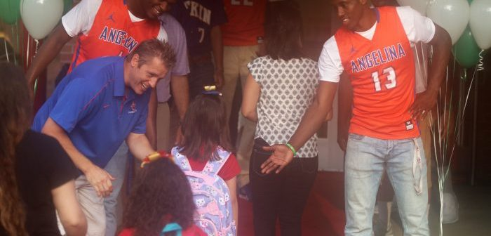 AC Basketball Team, Coach Welcome Students Back To School