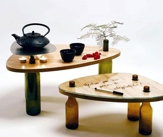 Τραπέζι κατασκευασμένο από ξύλο και γυάλινα μπουκάλια1