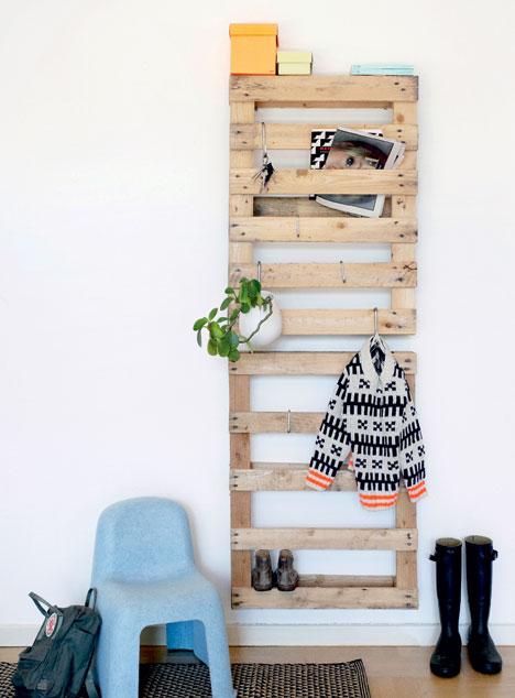 DIY σκαλοκρεμάστρα από παλέτες2
