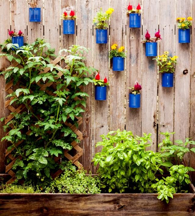 Diy γλάστρες στο φράχτη από κουτάκια9