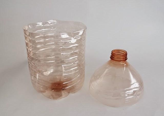 Diy γλάστρα από ένα πλαστικό μπουκάλι3