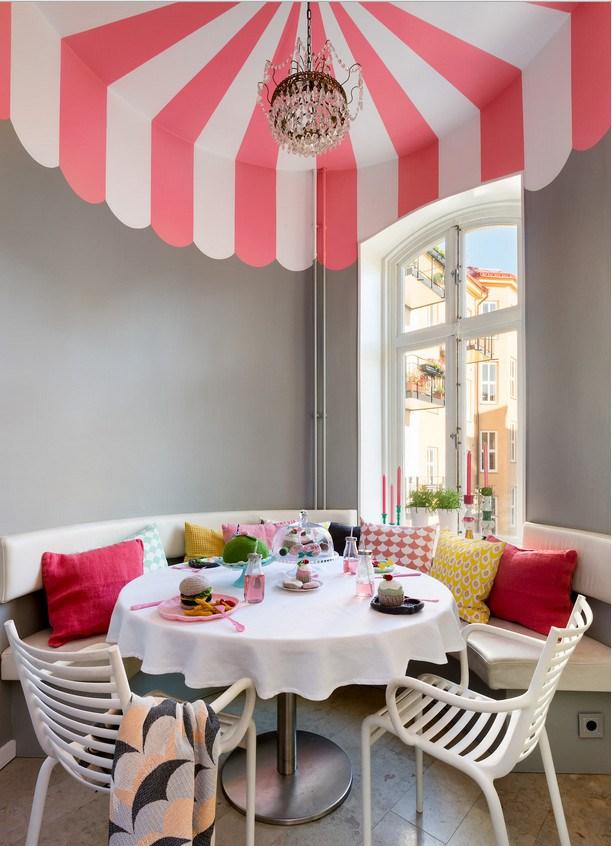 Έντονα χρώματα σε ένα καταπληκτικό σκανδιναβικό διαμέρισμα11