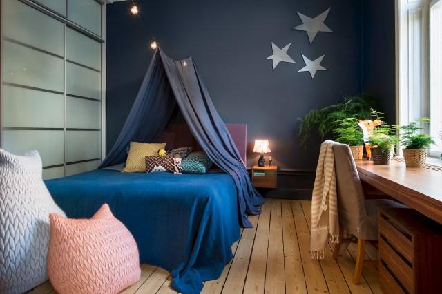 Έντονα χρώματα σε ένα καταπληκτικό σκανδιναβικό διαμέρισμα15