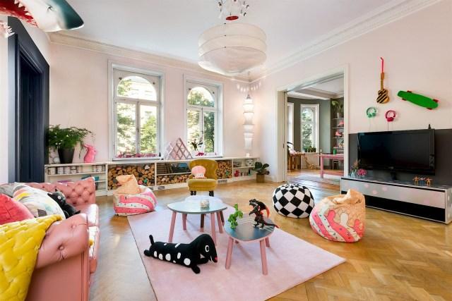 Έντονα χρώματα σε ένα καταπληκτικό σκανδιναβικό διαμέρισμα6