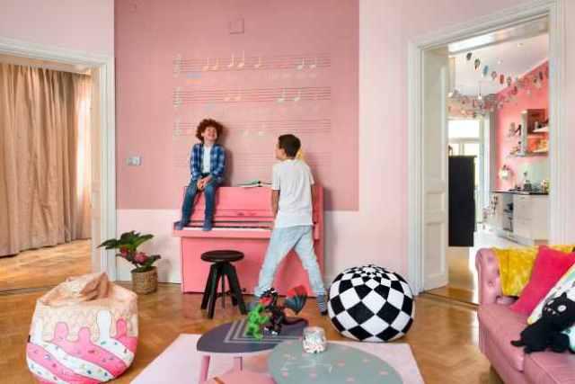 Έντονα χρώματα σε ένα καταπληκτικό σκανδιναβικό διαμέρισμα7