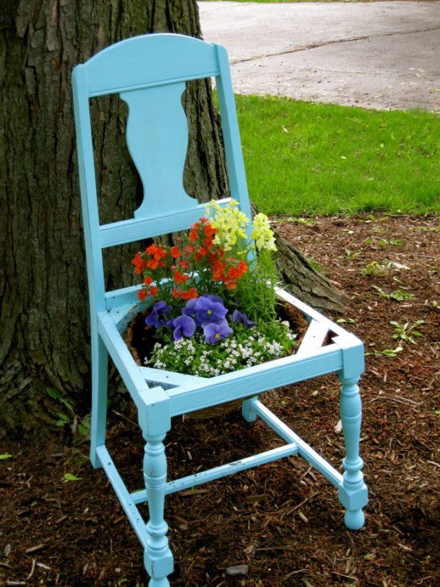 παλιές καρέκλες σε γλάστρες κήπου11