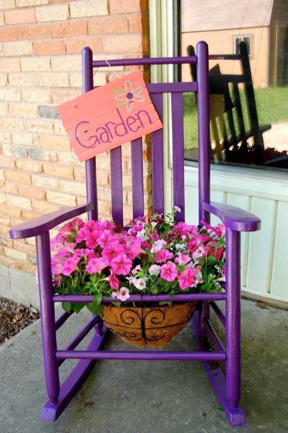 παλιές καρέκλες σε γλάστρες κήπου4