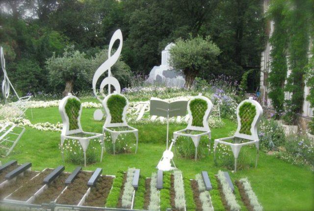 παλιές καρέκλες σε γλάστρες κήπου8