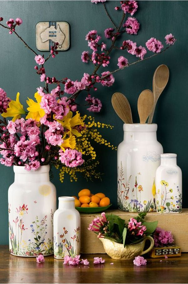 Διακοσμήστε με γυάλινα μπουκάλια και λουλούδια8