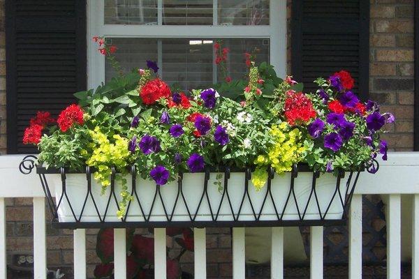 ιδέες με ζαρντινιέρες για το μπαλκόνι σας12