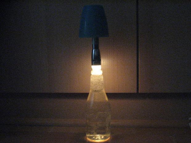 παλιά γυάλινα μπουκάλια σε απίθανα φωτιστικά12