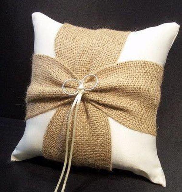 μαξιλάρια από λινάτσα και δαντέλα12