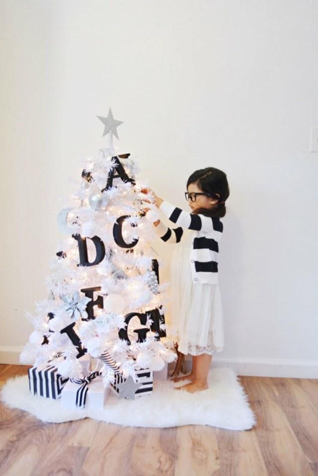 χριστουγεννιάτικη διακόσμηση σε άσπρο - μαύρο2