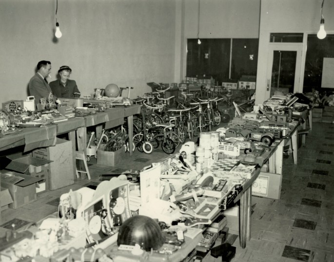 IMAGE 2 - Santa Claus Shop (NRG-077-09-048 Box 1)