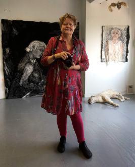 Foto van Joke Trim in mijn atelier